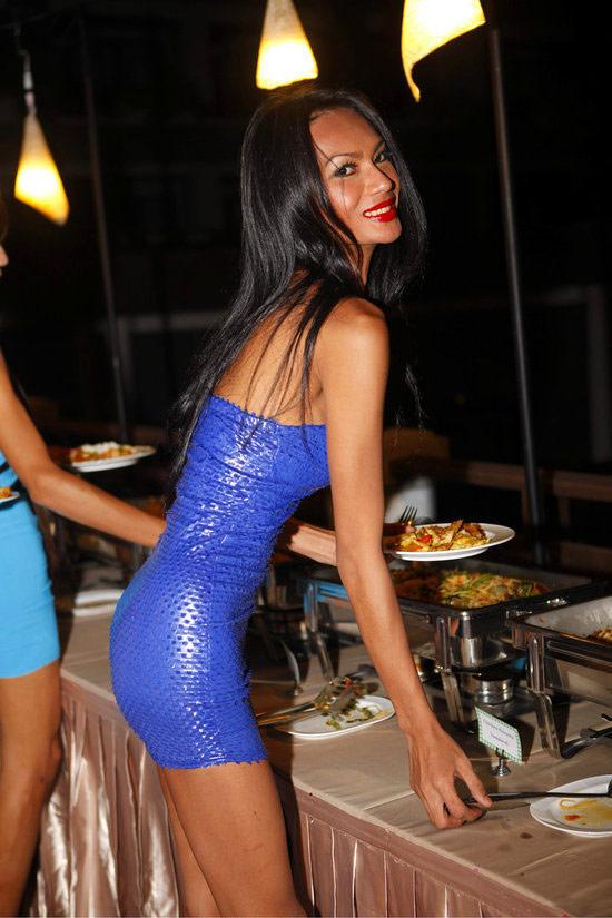 泰国性感人妖_泰国度假胜地芭提雅举办了一场别开生面的\