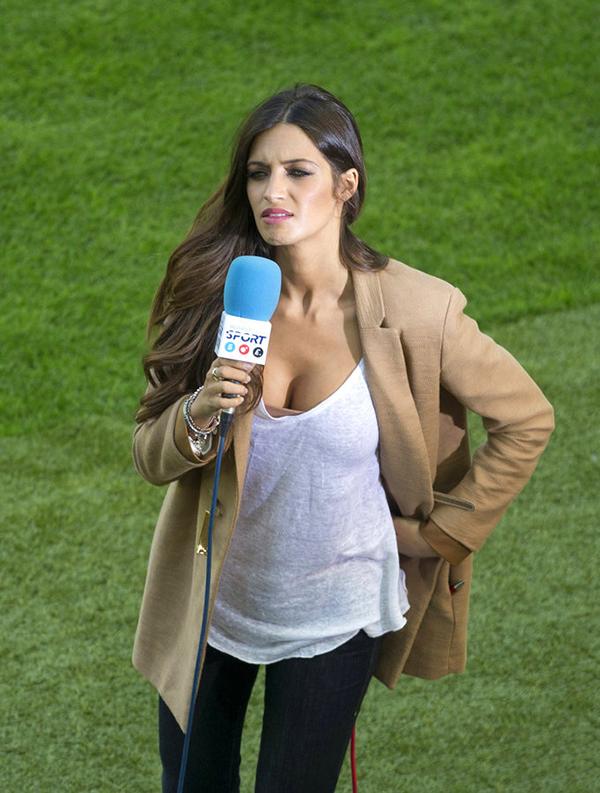 利亚斯亲女�_萨拉皇马门神卡西利亚斯的女友,一家西班牙电视台的出镜记者,同时被