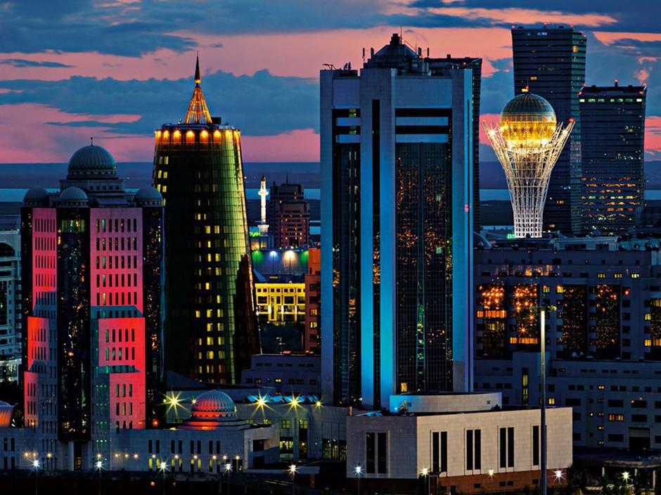 哈萨克斯坦首都阿斯塔纳 的美丽夜景图片