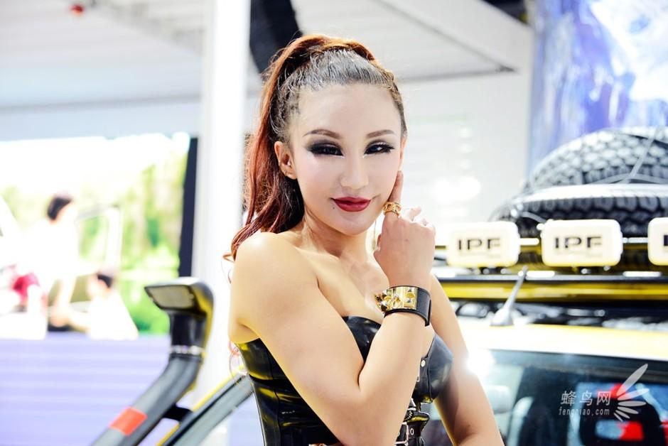 2012广州车展 展区最狂野模特套图-第13张