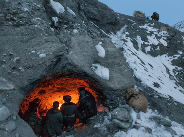 几个柯尔克孜族人从自己的故乡到巴基斯坦最近