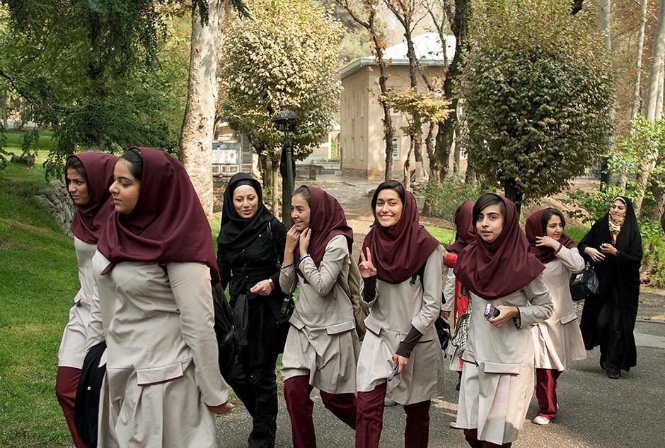 伊朗女学生 摄影师:sunway111 别急着逃离德黑