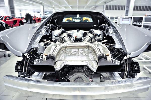 发动机与排气口接口的安装.