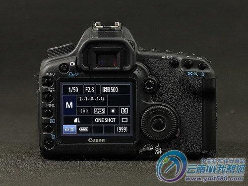 除了随机配置的标准对焦屏,可以选购适合建筑摄影的网格线对焦屏或
