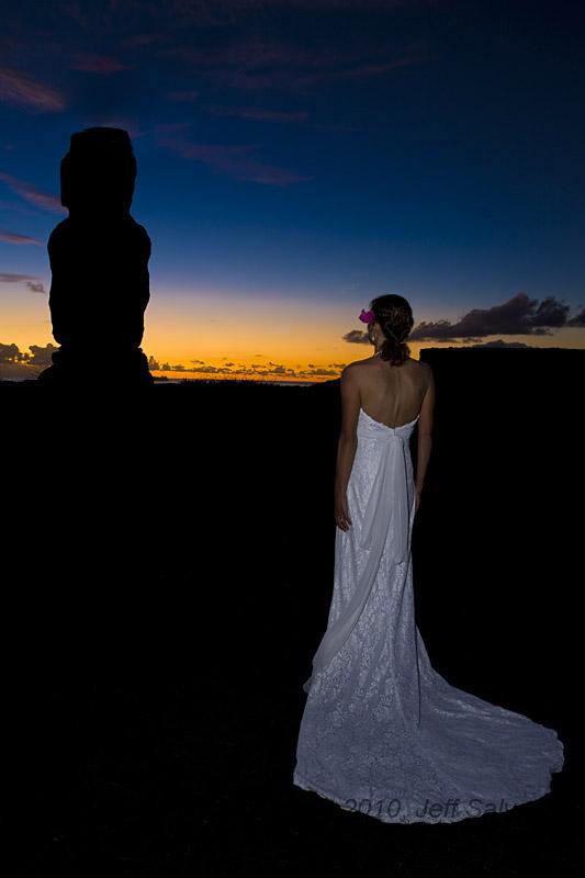 复活节岛-停不下来的蜜月 美夫妇穿婚纱游遍17国 套图
