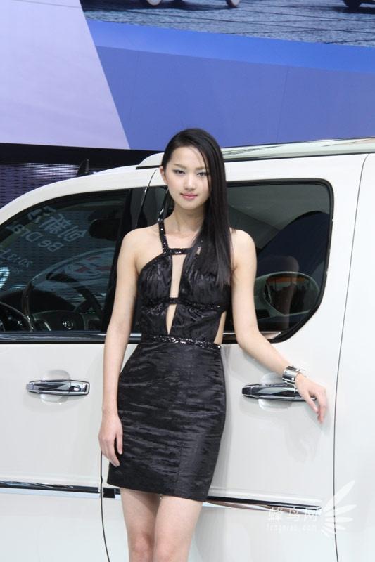 2013上海车展 凯迪拉克展台中外车模 组图