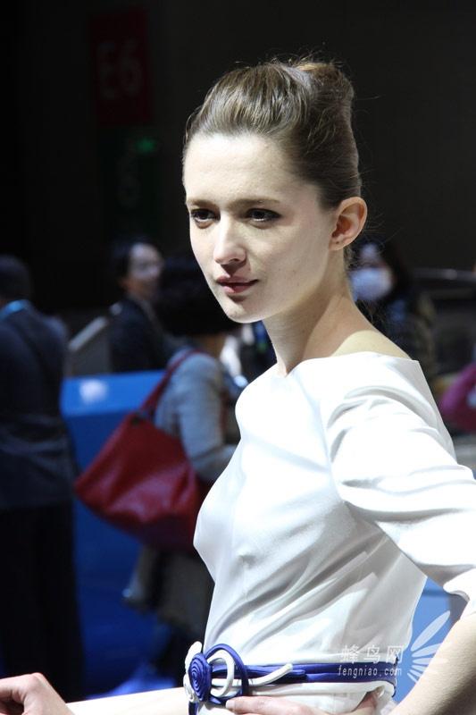 2013上海车展 宝马展区超气质男女车模 组图