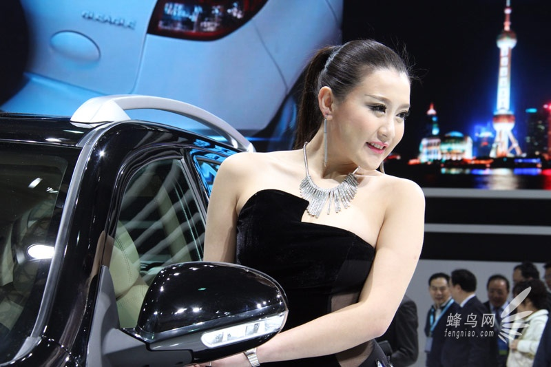 蜂鸟网 汽车频道 2013上海车展 吉利geely展台性感车模   &#160