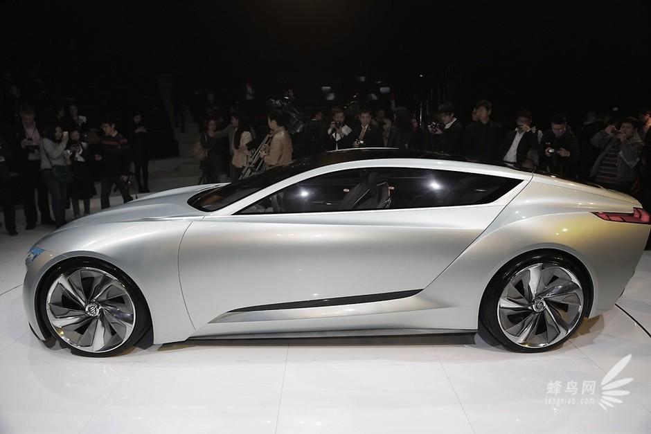2013年4月19日,别克在品牌日活动中全球首发了全新Riviera别克未来概念车。这款全新Riviera别克未来概念车是由上海泛亚汽车技术中心主导设计的第四款全球概念车。   作为别克未来设计美学的风向标,全新Riviera别克未来概念车讲大气简约、优雅动感的设计美学与前展科技和人性化功能完美结合,以独具匠心的手法阐释未来别克品牌的设计语言。   泛亚在全新Riviera别克未来概念车设计之处,向自然界和传统文化中