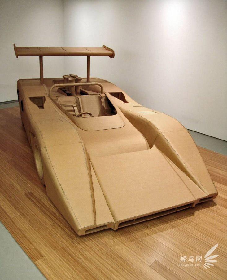 Ɖ�工牛人用硬纸板打造汽车 Ơ�栩如生