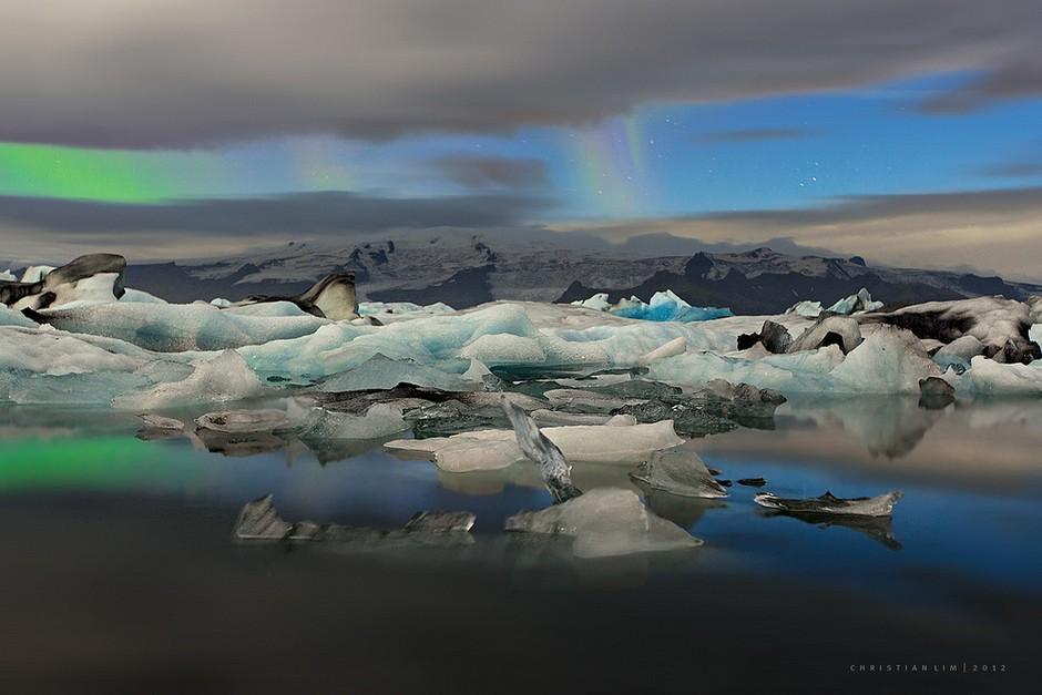由于特殊的地理位置,冰岛冬季的气温并不是很低