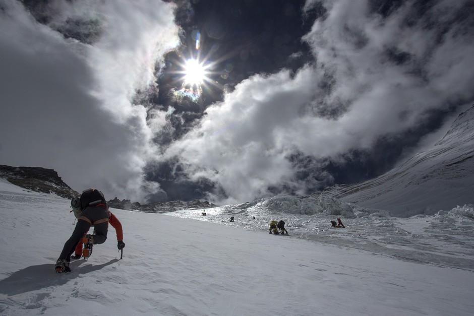 男子生殖器愺-�{��Z[7X��hY��_80岁也能行:人类攀登珠峰的震撼组照