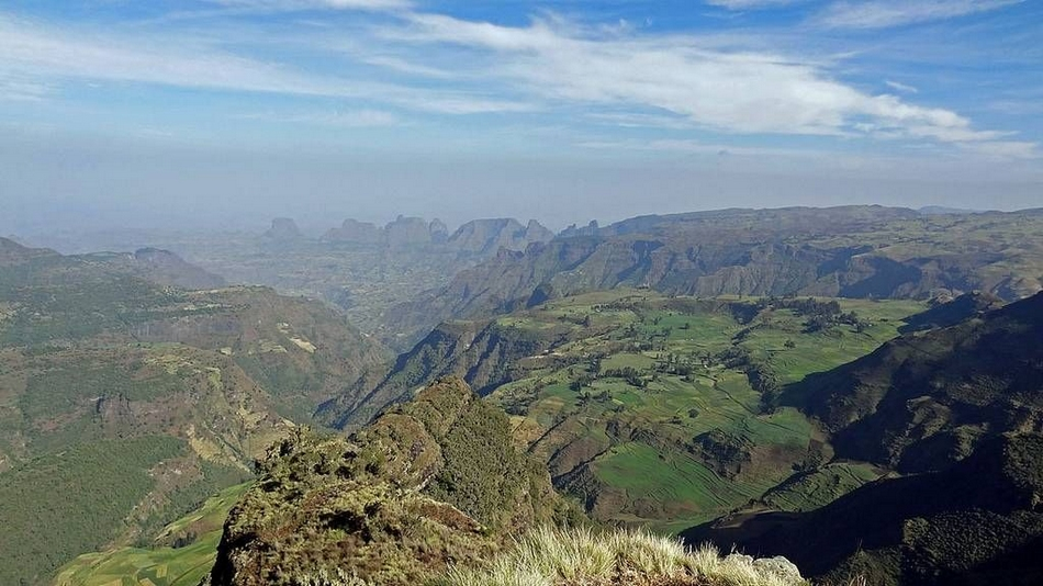 """000米的火山山峰,显得十分宏伟壮丽,为非洲地势最高处,有非洲""""屋脊""""之"""