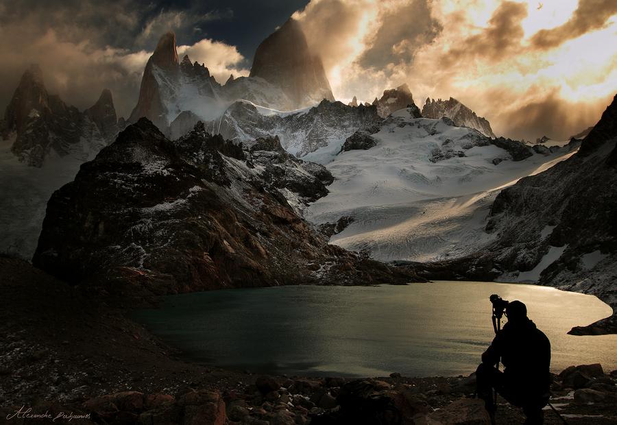 奇幻世界 摄影师深入群山拍摄震撼美景 组图