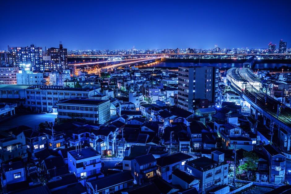 东京位于日本本州岛东部,是日本国的首都.