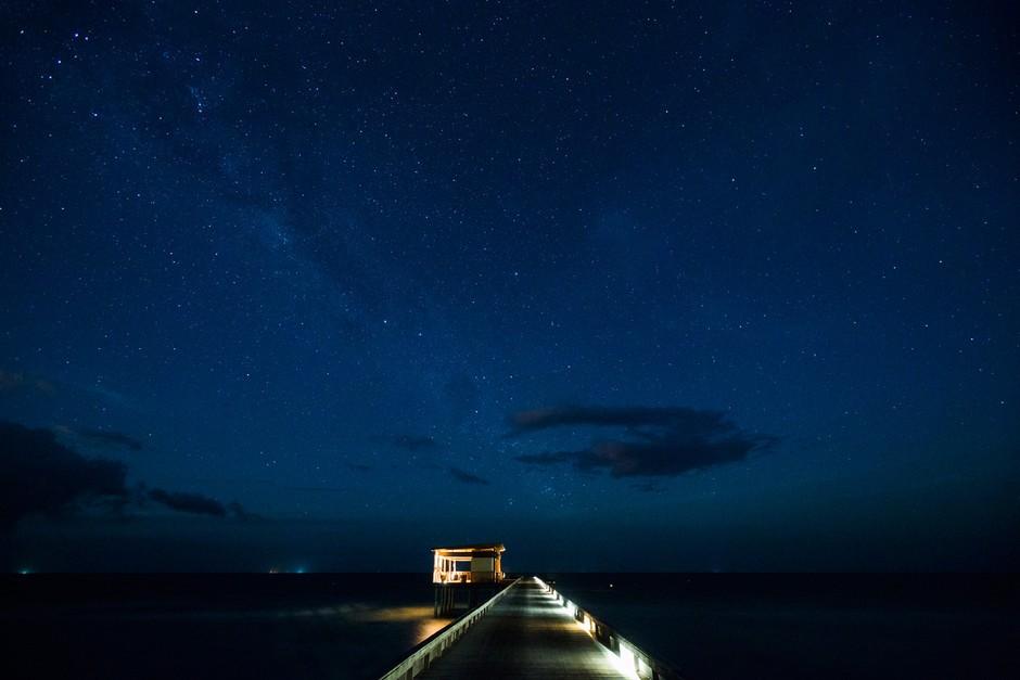 由于地理位置接近赤道,夜晚两半球的星空尽收眼底,那种壮美与震撼无法