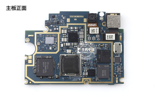 小米手机 再来看主板拆卸后的液晶中框部分,主板下方中框集成了听筒