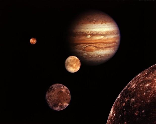 据国外媒体报道,美国宇航局旅行者1号飞船在经过长达33年的长途跋涉后,目前已经接近太阳系边缘。33年来,肩负着人类探索更远宇宙使命的旅行者1号飞船为人类传回了大量的重要探测成果和无数美丽壮观的精彩太空图片。这些成果和图片见证了旅行者1号33年来的光辉历程。(来源:新浪科技)