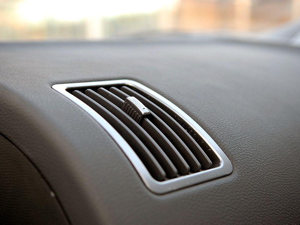 天津一汽 威志两厢 1.3 手动豪华型中控方向盘1288230高清图片