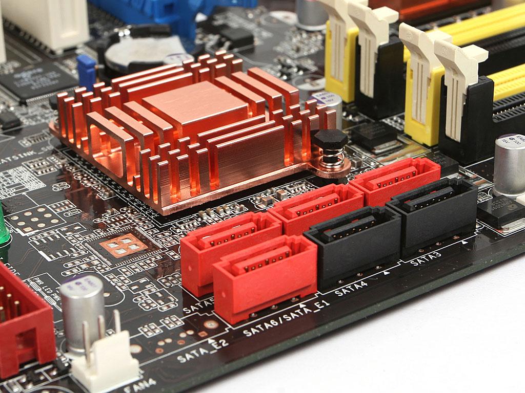 芯片厂商 Intel 芯片组描述 采用Intel P35/ICH9R芯片组 音频芯片 集成ADI AD1988B声卡芯片,提供8声道声卡 图形芯片 无 网卡芯片 板载Marvell88E8056千兆网卡 华硕 P5K-E/WIFI-AP CPU规格适用平台 Intel平台 CPU_种类 Core 2 Quad/Core2 Extreme/Core 2 Duo/奔腾4/赛扬D/PentiumD CPU_描述 支持Intel Core2 Quad/Core2 Extreme/Core2 Duo/Pentium