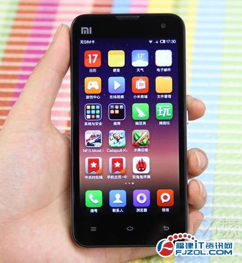 小米   手机2s   采用了常见的直板全触控造型,前黑后白色高清图片