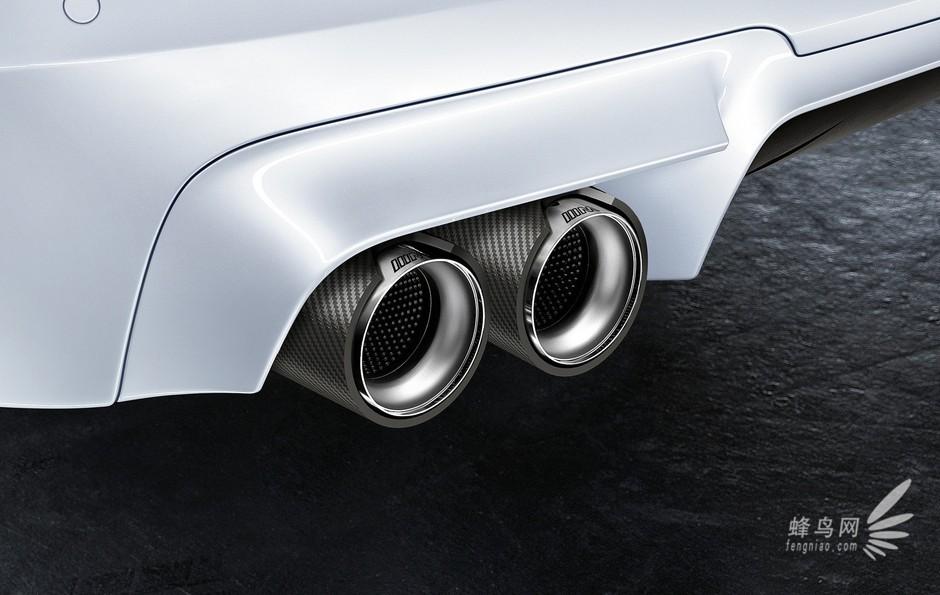 另外,用户还可选装高性能陶瓷刹车系统和20英寸m轻质合金轮毂. 7/16