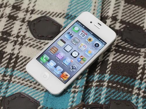 iPhone 4S 红色 正面图