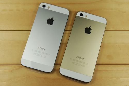 苹果 iPhone5s 编辑点评:苹果 iPhone 5S拥有着多彩的炫丽机身,另外还采用了苹果最新、最强的配置,不容否认iPhone5s的硬件+软件综合实力依旧凌驾于很多竞争对手之上,在手机市场上依然活跃且受到用户喜欢。感兴趣的朋友不妨赶紧和商家联系了。 [参考价格] 2650元 [商家名称] 新奇数码 [联系方式] 13508336831 13618289228 [联 系 人] 王先生 刘先生 [联系地址] 重庆石桥铺泰兴科技大厦8-2 [网店地址] http://dealer.