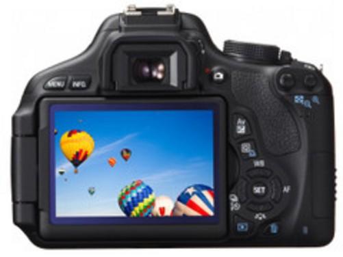 图为:佳能单反相机E0S 600D 编辑观点:佳能600D作为入门单反,有着目前主流的出色配置,完全可以满足日常拍摄需求,超低廉的价格也是很有实惠性。搭载18-55mm二代镜头而有着四千元不到的价格使其极具高性价比。 佳能 600D套机(18-55mm IS II) [参考价格] 3663元 [销售商家] 广西数码相机中心 [商家电话] 13788510139/0771-2296538 [店面地址] 广西南宁市星湖路14号电子科技广场7楼716 [店面地址]
