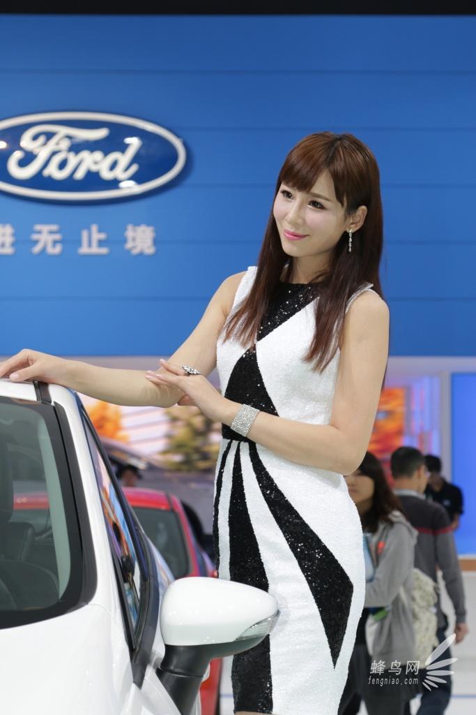 2013年11月21日,今天是第十一届广州国际汽车展览会(The 11th China (Guangzhou) International Automobile Exhibition)媒体日。从今天的情形来看,今年车展会场的火爆程度比上一届有增无减,蜂鸟网汽车频道将继续对本届广州胡国际汽车展览会展开全程报道,敬请大家关注。   此次车展可谓规模强大,以下是本次车展的福特展台的靓丽模特们。   本届广州国际车展于11月21日至11月