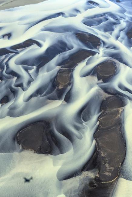 俄罗斯摄影师俯拍冰岛河流 绚丽似油画 组图