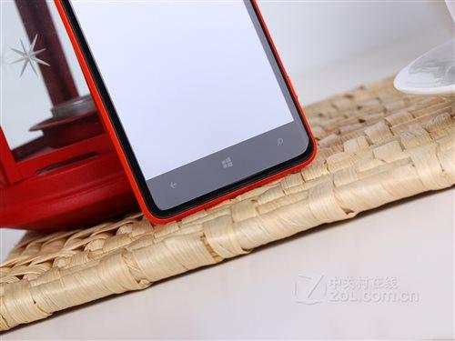 M的内存组合,运行Windows Phone 8操作系统.机身背部则设有一枚