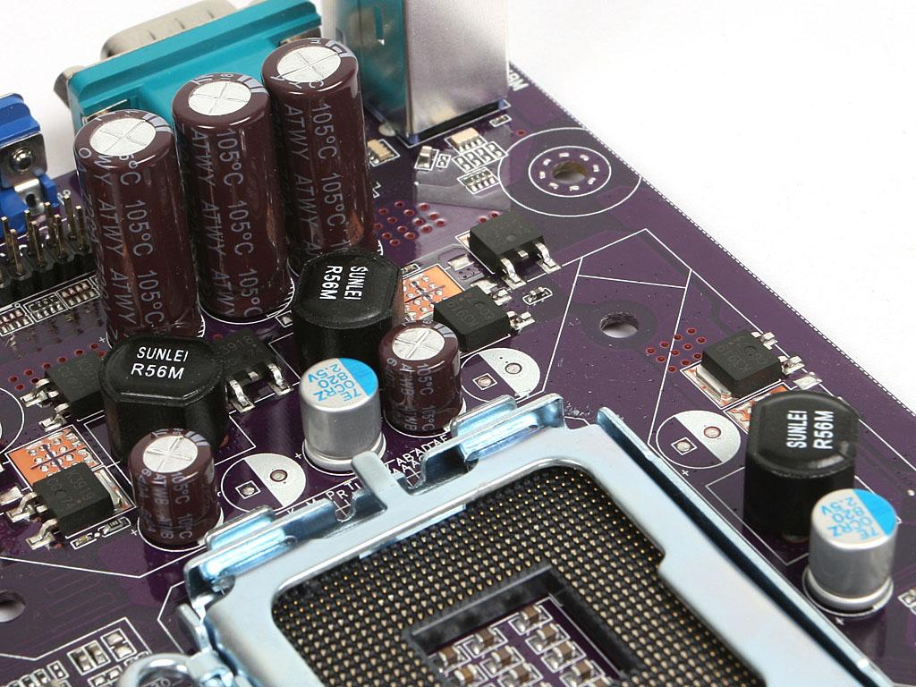 G31T-M的用料和做工究竟如何呢,下面我们就来做详细分析。  精英 G31T-M主板供电部分特写   精英G31T-M主板的CPU供电采用三相供电,每相设置了一个R56M封闭式扼流线圈和两个MOSFET,电压和电流都保证了不错的稳定性。  精英 G31T-M内存插槽及磁盘扩展特写   精英 G31T-M主板提供了2条DIMM内存插槽,相对来说有些单薄,不过DDR2内存的价格比较低廉。直接上双1G或者双2G都是不错的选择,在磁盘扩展方面,抓捕你提供了4个SATA扩展口,满足了大部分用户的扩展需求。  精英
