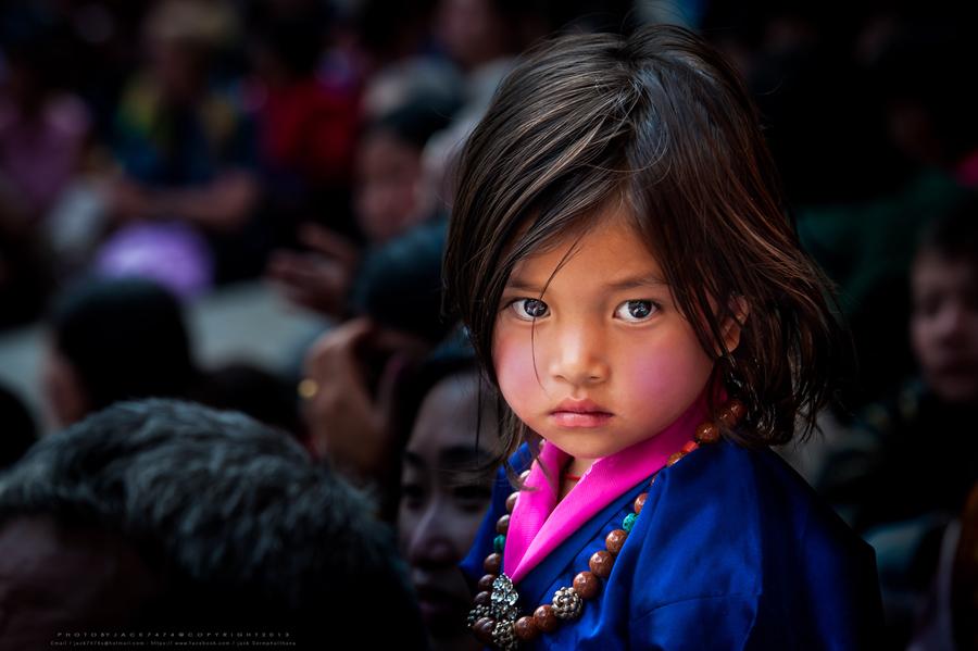因为地形险要或者不稳定的政治局势,或者苛刻的签证规定,有一些地方不管有多漂亮,你想去的话最好还是三思而后行,比如不丹,比如叙利亚,比如阿富汗。幸好有一些摄影师敢于冒险,到这些地方拍下了美丽的照片。如果你没胆去的话,跟随照片来感受这些地方的美丽风光吧。
