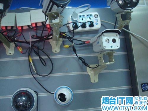 图为:中星伟业监控摄像头