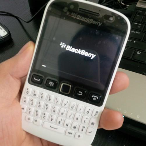 天津第一台可爱黑莓9720到货售价1450元