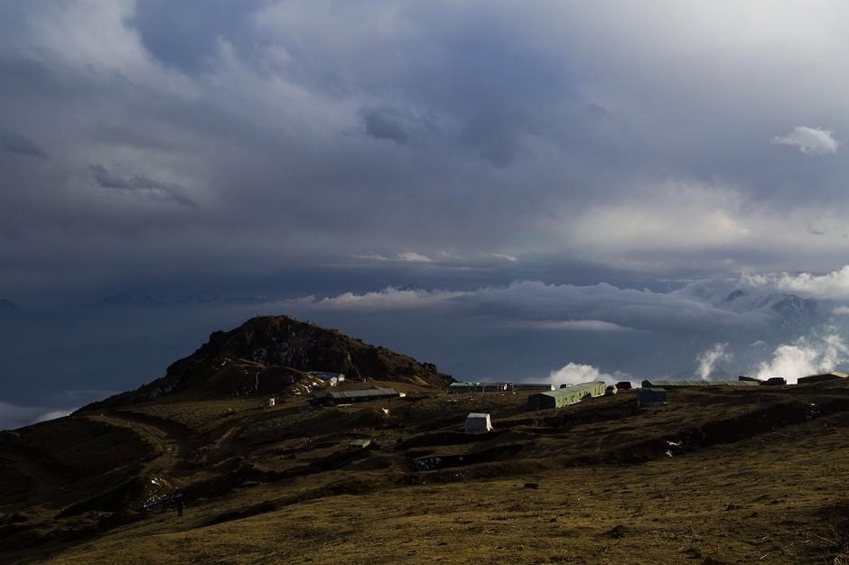 在此说明一下牛背山离二郎山隧道只有10公里左右,因此去西藏走川藏线