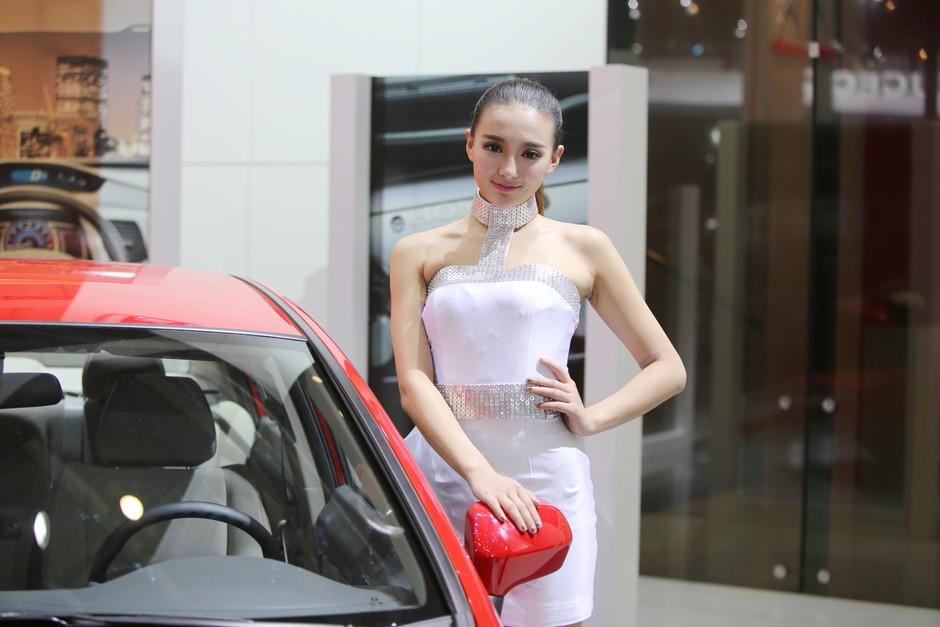 2014年4月20日,今天是第十三届北京国际汽车展览会(2014 Beijing International Automobile Exhibition)媒体日。从今天的情形来看,今年车展会场的火爆程度比上一届有增无减,蜂鸟网汽车频道将继续对本届北京国际汽车展览会展开全程报道,敬请大家关注。   此次车展可谓规模强大,以下是本次车展的广州本田展台的靓丽模特们。   本届北京国际汽车展览会于4月20日至4月29日在北京•中国国际展览中心举办,展会时间为4月20日至4月29日,时间为08:30