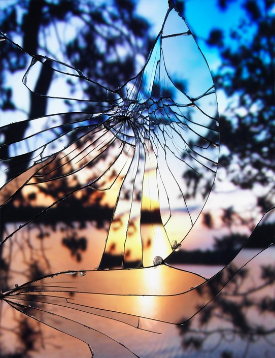 《破碎/傍晚的天空》是一组富有创意且惊人的风景作品