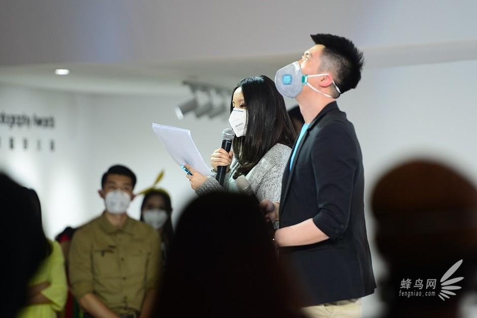 戴口罩的主持人-p&e2014:施工+彩排
