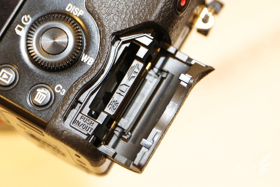 索尼A7S(存储卡舱)-P&E2014:索尼全画幅微单