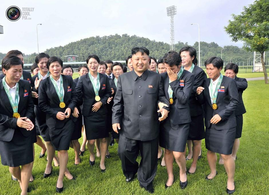 大全女兵金正恩被图片群拥的瞬间套图-第3张杀手性感妇女校花韩国图片