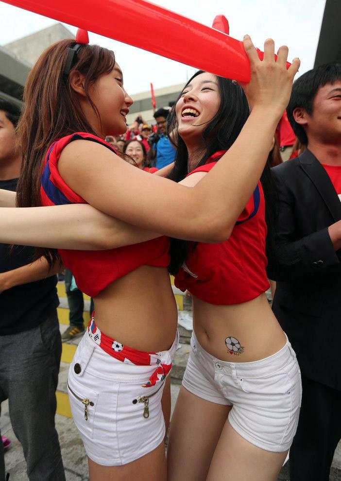 韩国本土球迷观战2014世界杯首战俄罗斯的直播