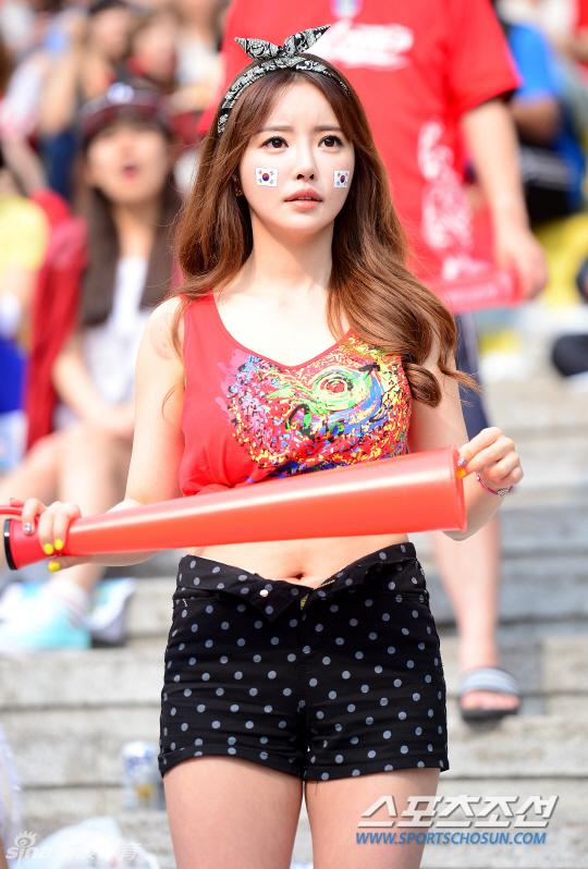 看球激情庆祝 一大波韩国美女球迷来袭套图 第21张