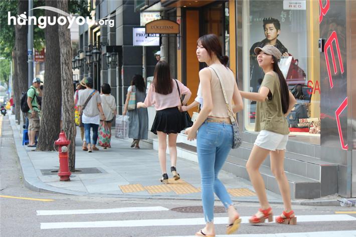 初夏时节的韩国美女街头装扮套图 第35张