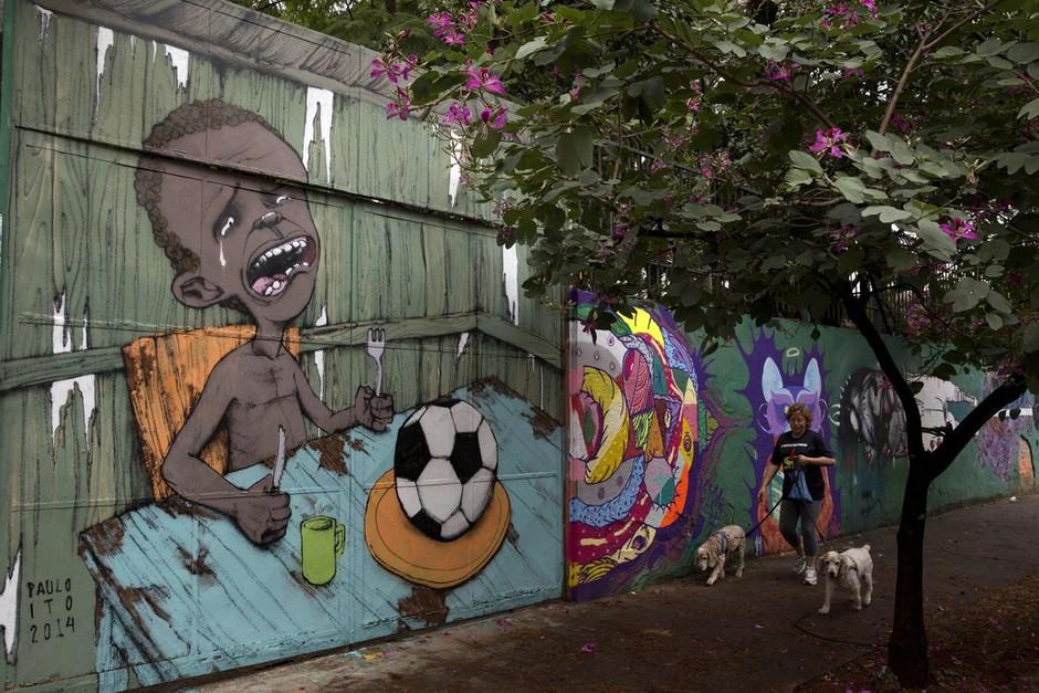 世界杯巨额花费激怒民众 街头涂鸦抗议 组图