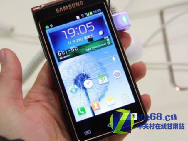 三星w2013采用高端手机标准的双屏翻盖造型设计,两块屏幕高清图片