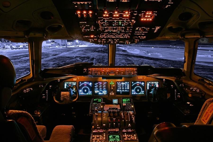 飞机驾驶舱景色一瞥