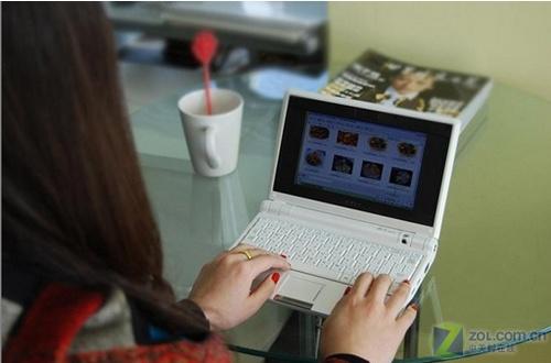 华硕Eee PC移动电脑 在家人出差时,职业主妇最渴望能和老...