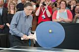 不一样的球拍 看两大世界首富打乒乓球